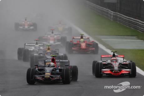 Sebastian Vettel, Scuderia Toro Rosso (STR03) and Heikki Kovalainen, McLaren Mercedes (MP4-23)