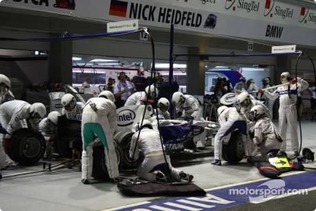 Nick Heidfeld, BMW Sauber F1 Team (F1.08); Pit stop
