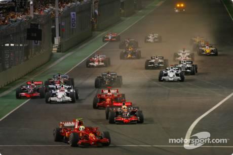 Start, Felipe Massa, Scuderia Ferrari (F2008) leads Lewis Hamilton, McLaren Mercedes (MP4-23)