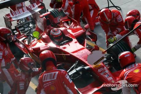 Kimi Raikkonen, Scuderia Ferrari (F2008) during Pitstop
