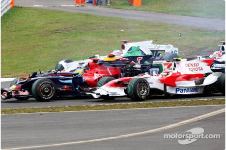 Sebastien Bourdais, Scuderia Toro Rosso (STR03) and Timo Glock, Toyota F1 Team (TF108) at the first corner