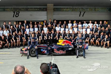Mark Webber and David Coulthard with team management, engineers, mechanics, marketing, communications and catering