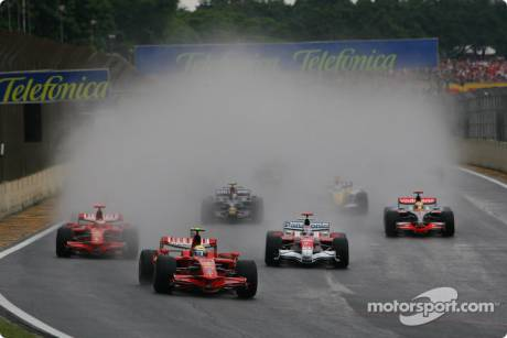 Felipe Massa (Scuderia Ferrari, F2008) leads the field