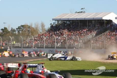 Nick Heidfeld, BMW Sauber F1 Team (F1.09) spins off