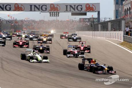 Sebastian Vettel (Red Bull Racing, RB4) leads Jenson Button (Brawn GP F1 Team, BGP001) at the start