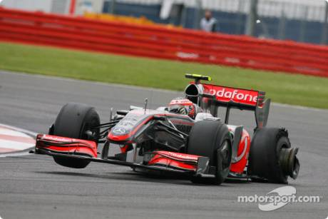 Heikki Kovalainen (McLaren Mercedes, MP4-24) had a puncture