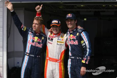 Pole winner Fernando Alonso (Renault F1 Team), with second place Sebastian Vettel (Red Bull Racing) and third place Mark Webber (Red Bull Racing)