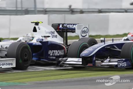 Nick Heidfeld (BMW Sauber F1 Team, F1.09) and Kazuki Nakajima (Williams F1 Team, FW31)