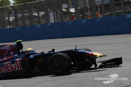 Jaime Alguersuari (Scuderia Toro Rosso, ST4) lost his Nosecone