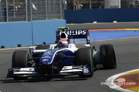 Kazuki Nakajima (Williams F1 Team, FW31) had a puncture