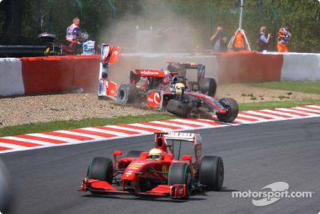 Lewis Hamilton (McLaren Mercedes, MP4-24) and Jaime Alguersuari (Scuderia Toro Rosso, STR4) crashes in the first lap