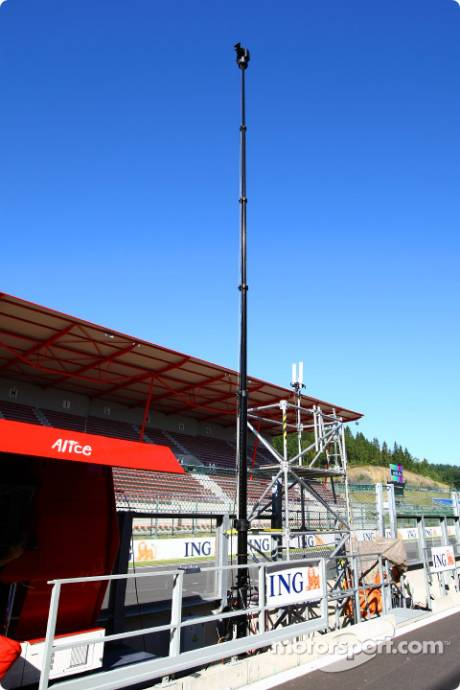 An extending TV Camera in the pitlane