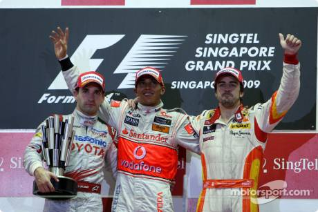 Timo Glock (Toyota F1 Team, 2nd), Lewis Hamilton (McLaren Mercedes, 1st) and Fernando Alonso (Renault F1 Team, 3rd)