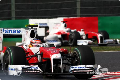 Timo Glock (Toyota F1 Team, TF109) and Jarno Trulli (Toyota F1 Team, TF109)