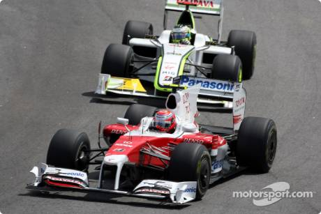 Kamui Kobayashi (Toyota F1 Team, TF109) and Jenson Button (Brawn GP F1 Team, BGP001)