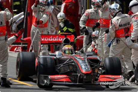 Lewis Hamilton, McLaren Mercedes, MP4-24, Pitstop