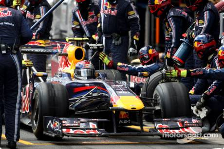 Sebastian Vettel, Red Bull Racing, RB5, Pitstop