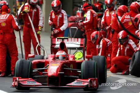 Kimi Raikkonen, Scuderia Ferrari, F60, Pitstop