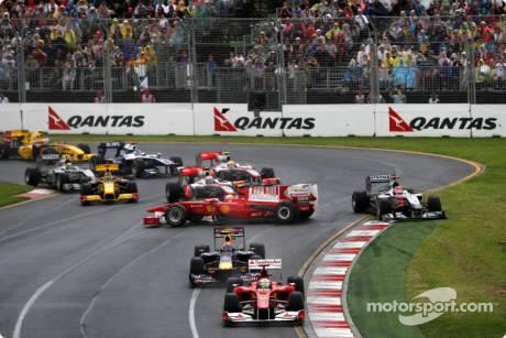 Fernando Alonso (Scuderia Ferrari, F10) spins