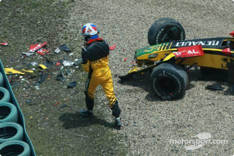 Vitaly Petrov, Renault F1 Team, R30, Crashed