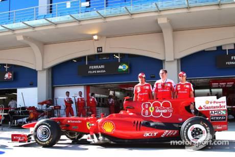 Fernando Alonso (Scuderia Ferrari) with Stefano Domenicali (Scuderia Ferrari General Director) and Felipe Massa (Scuderia Ferrari) celebrate there 800th GP