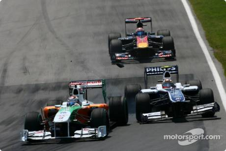 Adrian Sutil (Force India F1 Team, VJM03) and Nico Hulkenberg (Williams F1 Team, FW31) Crash