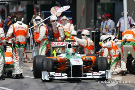 Vitantonio Liuzzi, Force India F1 Team, VJM03, Pit Stop