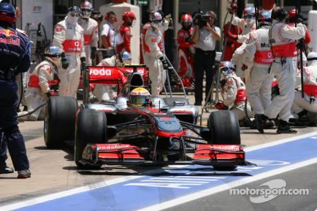 Lewis Hamilton, McLaren Mercedes, MP4-25, Pit Stop