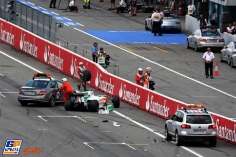Vitantonio Liuzzi, Force India F1 Team, VJM03, Crashes