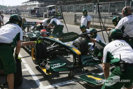 Jarno Trulli, Lotus F1 Team, T127, Pit Stop Practice