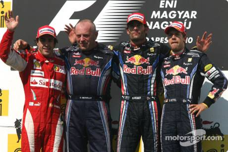 Podium: Race Winner Mark Webber (Red Bull Racing), Second Place Fernando Alonso (Scuderia Ferrari) and Third Place Sebastian Vettel (Red Bull Racing)