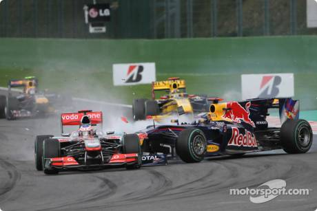 Trouble for Sebastian Vettel (Red Bull Racing, RB6) and Jenson Button (McLaren Mercedes, MP4-25)
