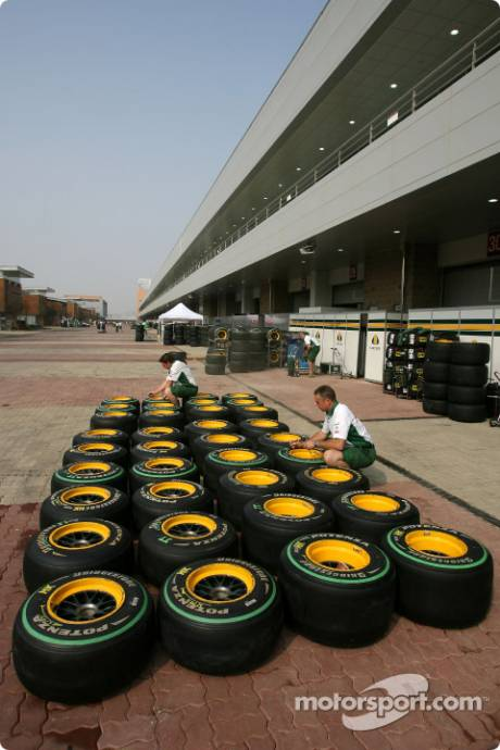 Lotus F1 Team, Bridgestone Tyres