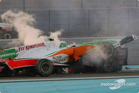 Vitantonio Liuzzi (Force India F1 Team) and Michael Schumacher (Mercedes GP F1 Team) crashed