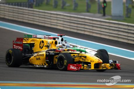 Robert Kubica (Renault F1 Team, R30) and Adrian Sutil (Force India F1 Team, VJM03)