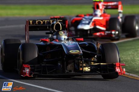 Nick Heidfeld (Lotus Renault GP, R31) and Jerome d'Ambrosio (Marussia Virgin Racing, MVR-02)