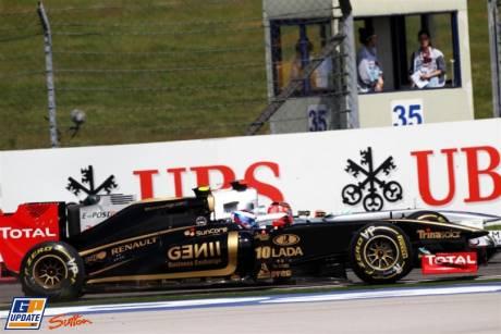 Vitaly Petrov (Lotus Renault GP, R31) and Michael Schumacher (Mercedes GP F1 Team, MGP W02)