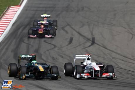 Kamui Kobayashi (Sauber F1 Team, C30) and Heikki Kovalainen (Team Lotus, T128)