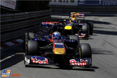 Sebastien Buemi (Scuderia Toro Rosso, STR6) and Mark Webber (Red Bull Racing, RB7)