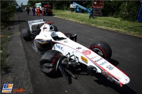 Sauber F1 Team, C30, A lot of damage