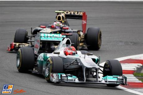 Michael Schumacher (Mercedes GP F1 Team, MGP W02) and Vitaly Petrov (Lotus Renault GP, R31)