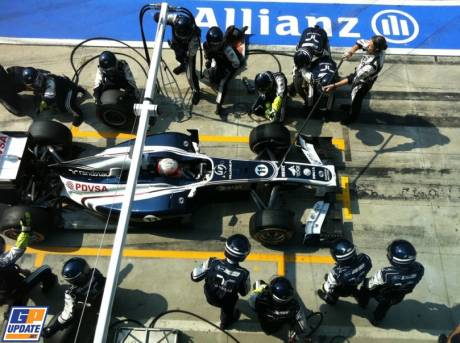 Pitstop for Rubens Barrichello, Williams F1 Team, FW33