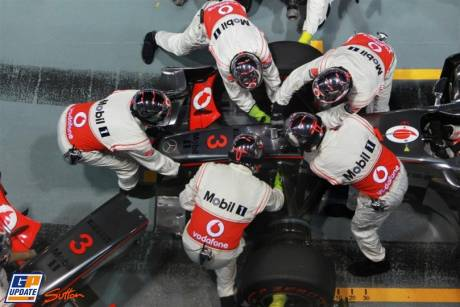 Front Wing Change for Lewis Hamilton, McLaren Mercedes, MP4-26