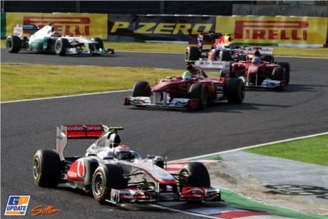 Jenson Button (McLaren Mercedes, MP4-26) leads Fernando Alonso (Scuderia Ferrari, Italia 150) and Felipe Massa (Scuderia Ferrari, Italia 150)