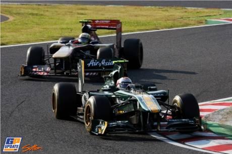 Jarno Trulli (Team Lotus, T128) and Jaime Alguesuari (Scuderia Toro Rosso, STR6)
