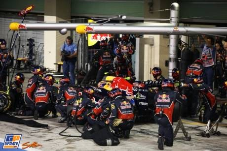 The late pit stop for Mark Webber (Red Bull Racing, RB7)
