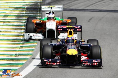 Mark Webber (Red Bull Racing, RB7) and Paul di Resta (Force India F1 Team, VJM04)