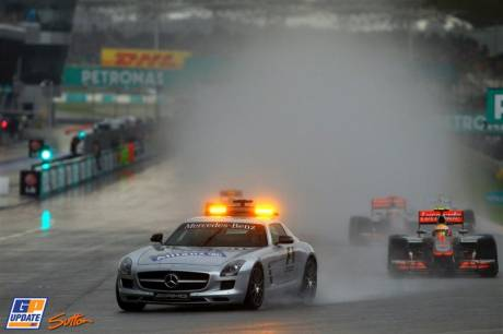 Safety Car leading the Field