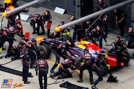 Pitstop for Sebastian Vettel (Red Bull Racing, RB8)