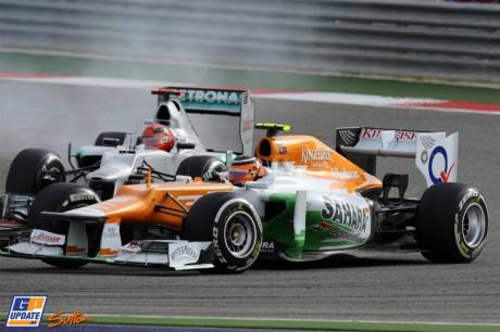 Nico Hulkenberg (Force India F1 Team, VJM05) and Michael Schumacher (Mercedes AMG F1 Team, W03)